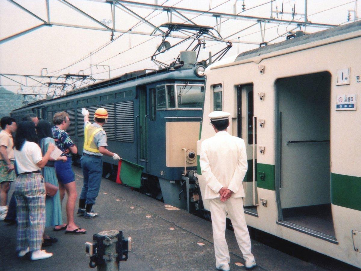 碓氷峠を越える185系 #今の子供鉄たちはこれを知らない ちなみに1982年11月15日から1997年9月30日まで、毎日運転の普通列車で碓氷峠を越える定期運用がありました。決して臨時列車だけではございませぬ。 https://t.co/gSuYUgJoMK