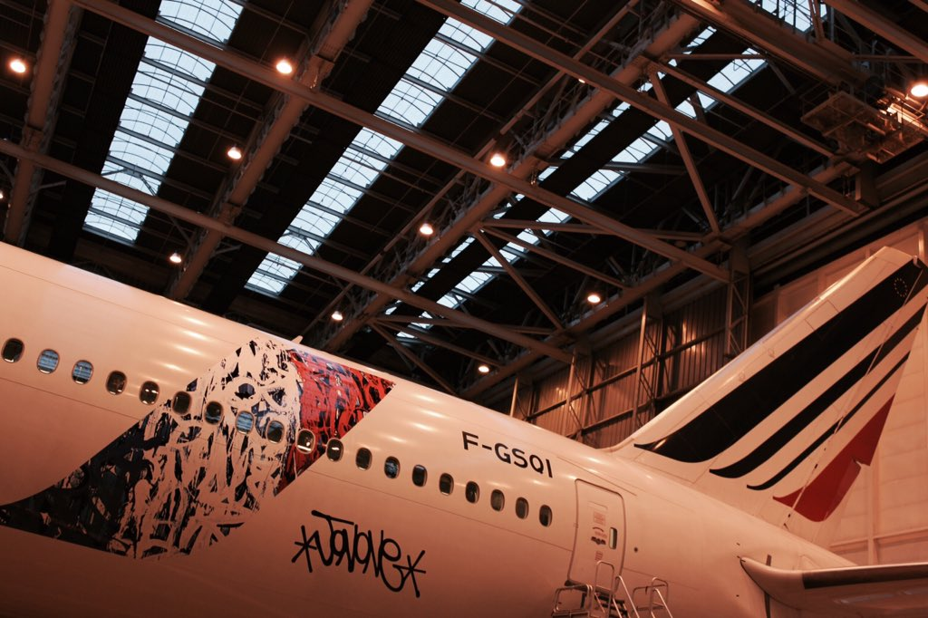 Check out our new Boeing 777 in the colors of JonOne!
