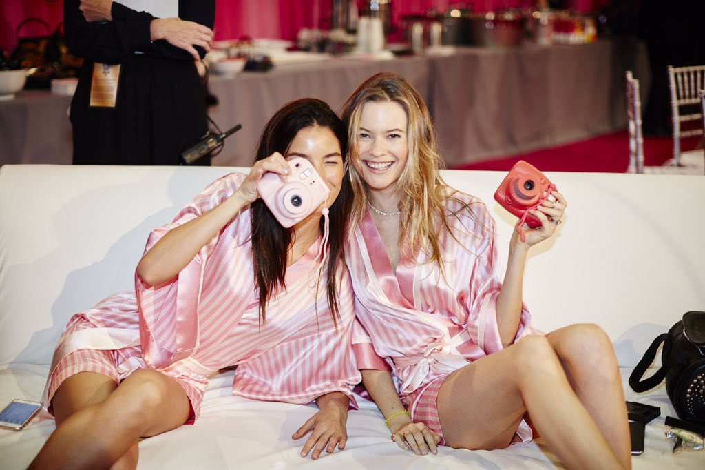 ???? or it didn't happen: @lilyaldridge & @beeprinsloo in hair & makeup. #VSFashionShow https://t.co/K8v7Lngj7S