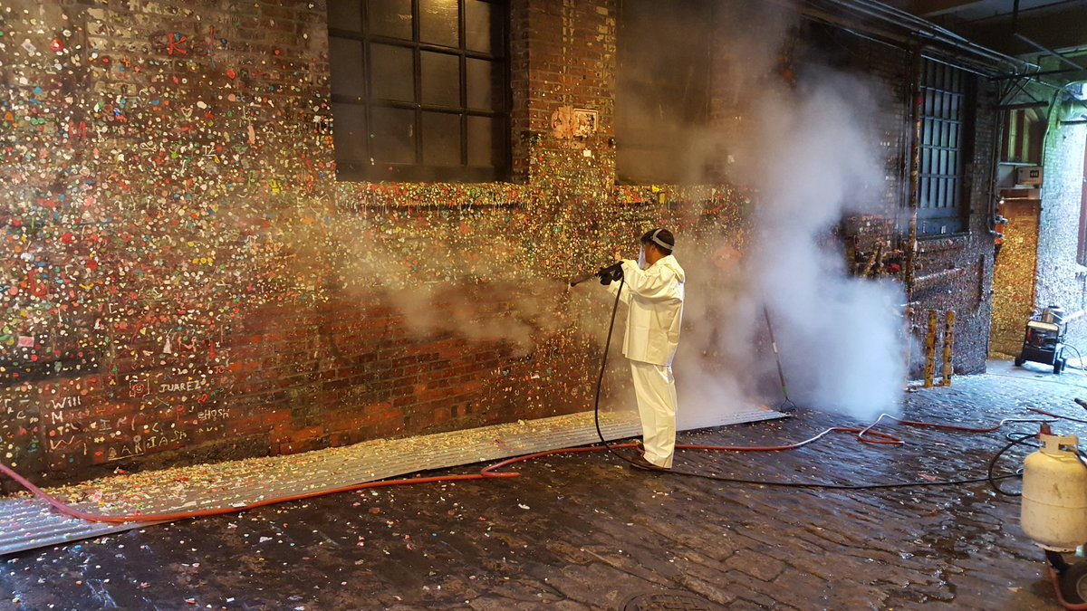 The #GumWall is officially coming down at  Pike Place Market. The steam is giving off  a watermelon/berry smell. https://t.co/Kjg4CDgn8h