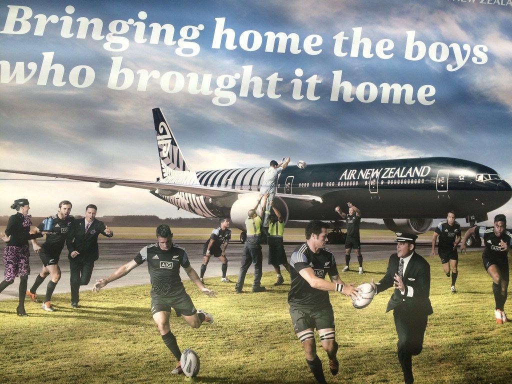 NZ到着しました!ニュージーランド航空の機体はオールブラックス仕様でめっちゃかっこよかったです!機内ではハカを3回くらい見て、テンションマックスです。 #NZ旅を発信せよ #AirNZJapan https://t.co/R8zwaw7RI2