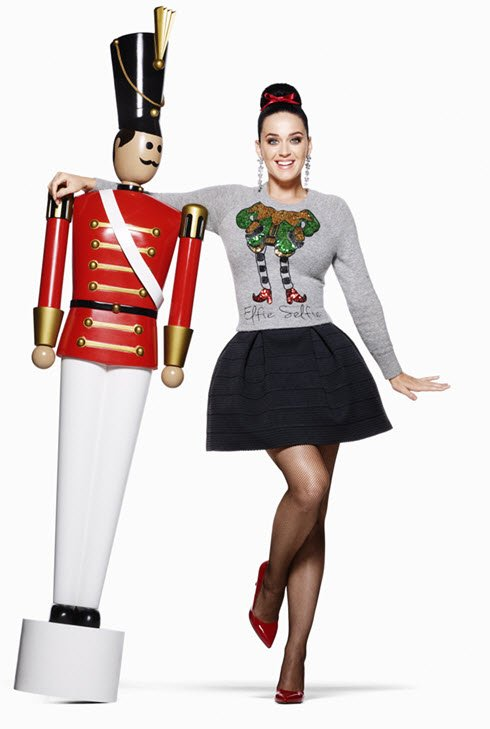 Katy Perry poses next to a toy soldier in the H&M Holiday 2015 campaign https://t.co/UOHUprteQu https://t.co/yDpKFJjSJ9