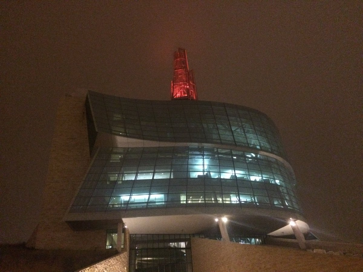 The Israel Asper Tower of Hope will glow poppy red until noon tomorrow. #RemembranceDay #LestWeForget https://t.co/1vSKHfj9Xh