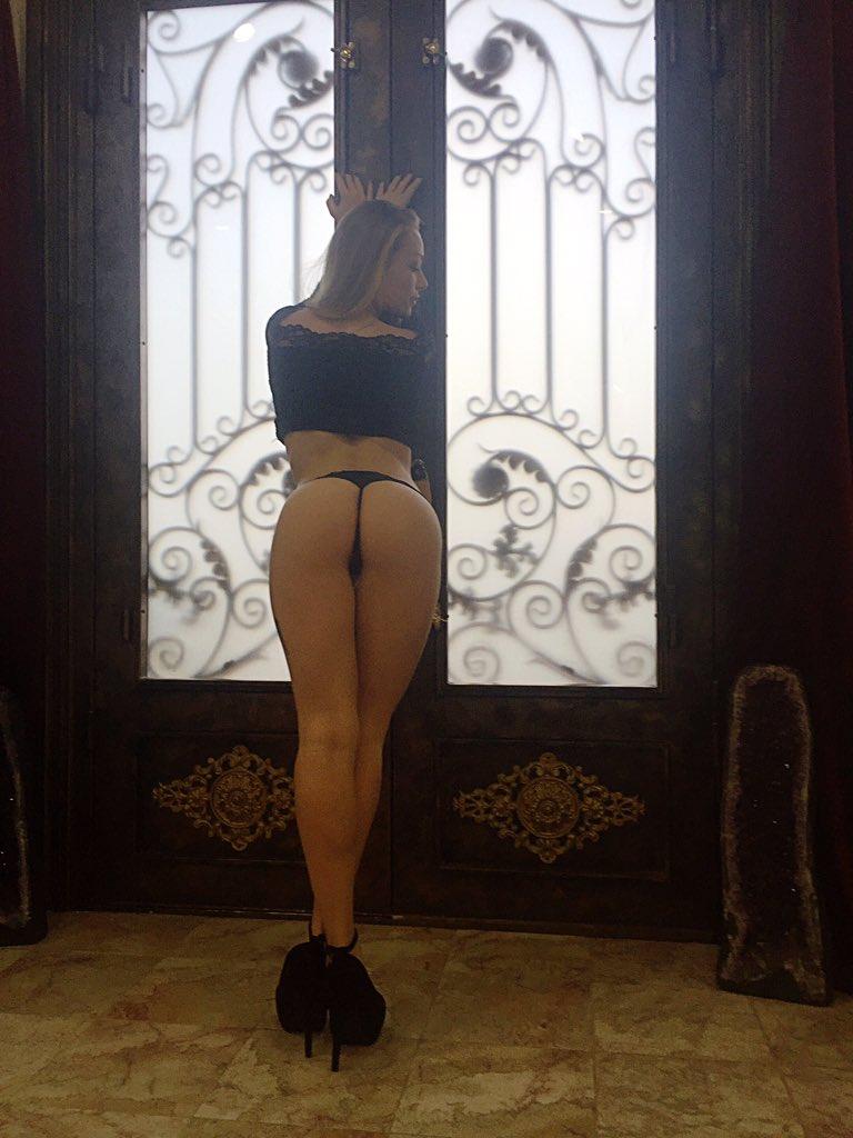 Sweet as a peach 🍑 #round #ass #sexy #heels #longlegs #backside #assworship #bubblebutt #petite #southern