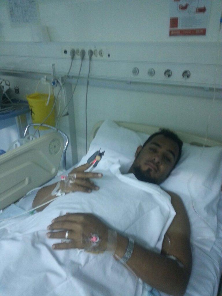 البطل اخوي #ناصر_القرني احد جنود الوطن المشاركين في #عاصفة_الحزم ،الحمد لله على سلامته بعد إصابته برصاص قناص يوم امس https://t.co/dREawLQsyf