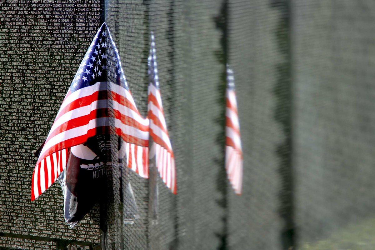 Today we honor all veterans who have risked or sacrificed their lives to protect our freedoms. #VeteransDay https://t.co/Mdp5icvije