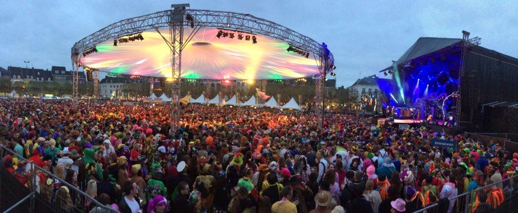 Maastricht, de trotse hoofdstad verenigt heel, hiel, gans, jans Limburg oppe Vriethof! Alaaf! https://t.co/y1SgYbb0S8