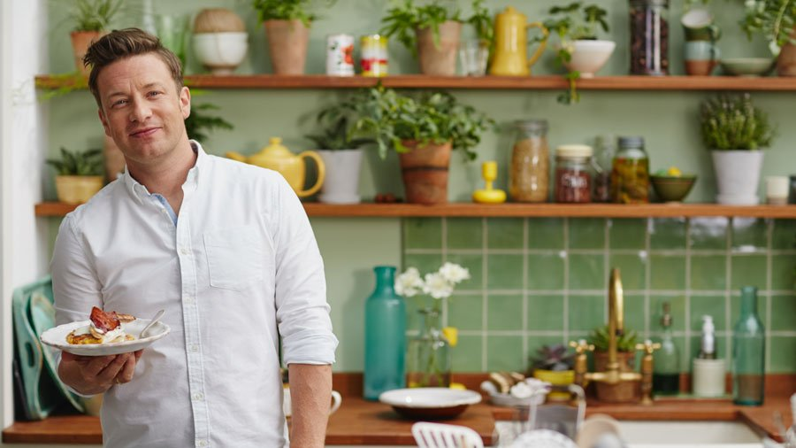 RT @PenguinBooksAus: Coming up tonight on @channelten, catch @JamieOliver's #JamiesSuperFood. WATCH a sneak peek: https://t.co/rnLC34nEFl h…