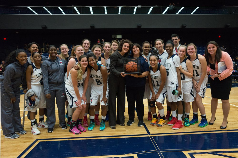 Toronto honoured head coach Michele Belanger for her 800th career win in a special post-game ceremony today! https://t.co/Q9HlBHZJ7V