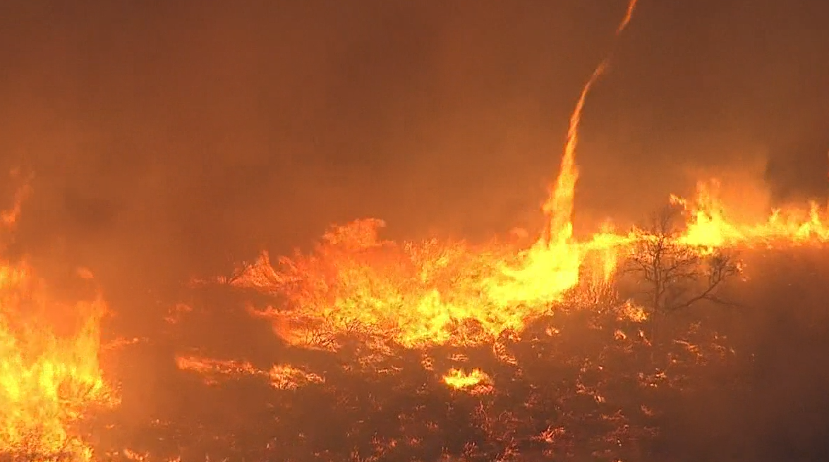 Thousand Oaks Brush Fire >> Watch live: brush fire near simi valley and thousand oaks grows to 20 acres. - scoopnest.com