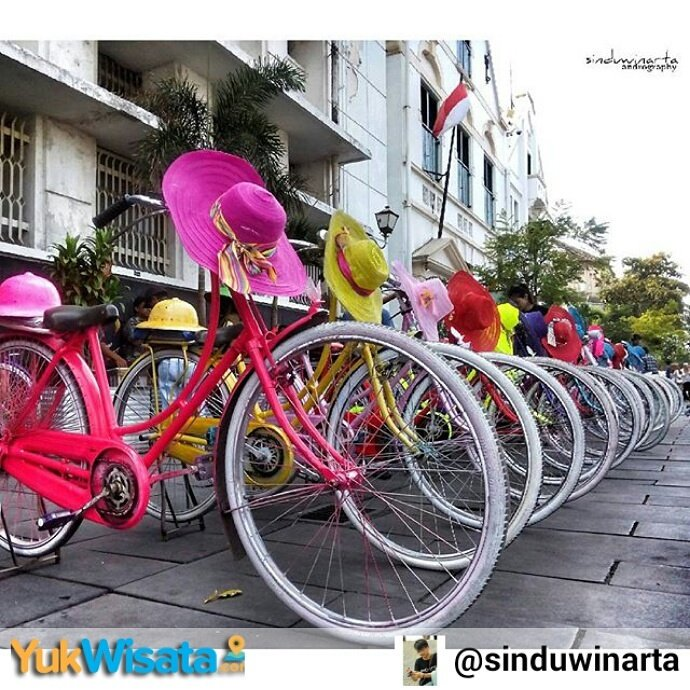 "Repost From INSTAGRAM kami @Yuk_Wisata :   """"Colorful Bike"" Kawasan Kota Tua, Jakpus"" https://t.co/FsOoBgt5yp"