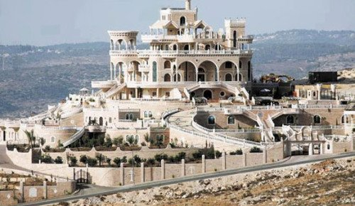Luxury Alongside Poverty in the Palestinian Authority https://t.co/RDsdmtMSOM via @JerusalemCenter https://t.co/OCLmGocnXU