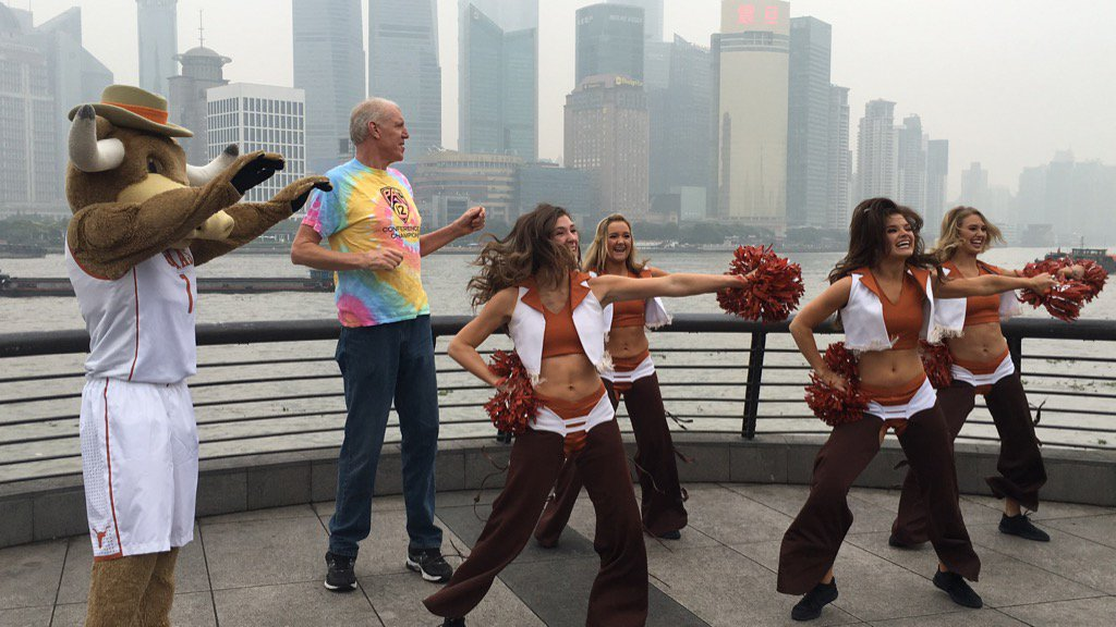 Bill Walton and his new friends fired up for the start of the season in Shanghai!  @TexasMBB https://t.co/FtUDqkugv7