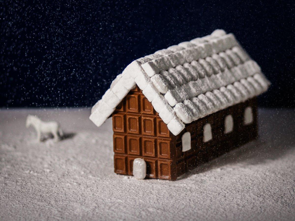 Tänä #joulu'na piparkakkutalon sijasta voi arkarrella #suklaalevytalo´n. #fazerinjoulu https://t.co/BgCKbKif7g https://t.co/DCIXPwjc5z