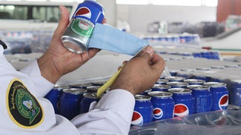 Saudi police confiscate 48,000 beer cans masked as soft drinks https://t.co/9tBZY7Ig0A via @AlArabiya_Eng https://t.co/AjY4vBobKo