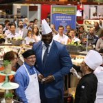 RT @hwaspeakers: #TBT when @Shaq made that huge #ShaqSandwich at #IDDBA15 @myiddba #ThrowbackThursday #WhenShaqComesToYourMeeting https://t…