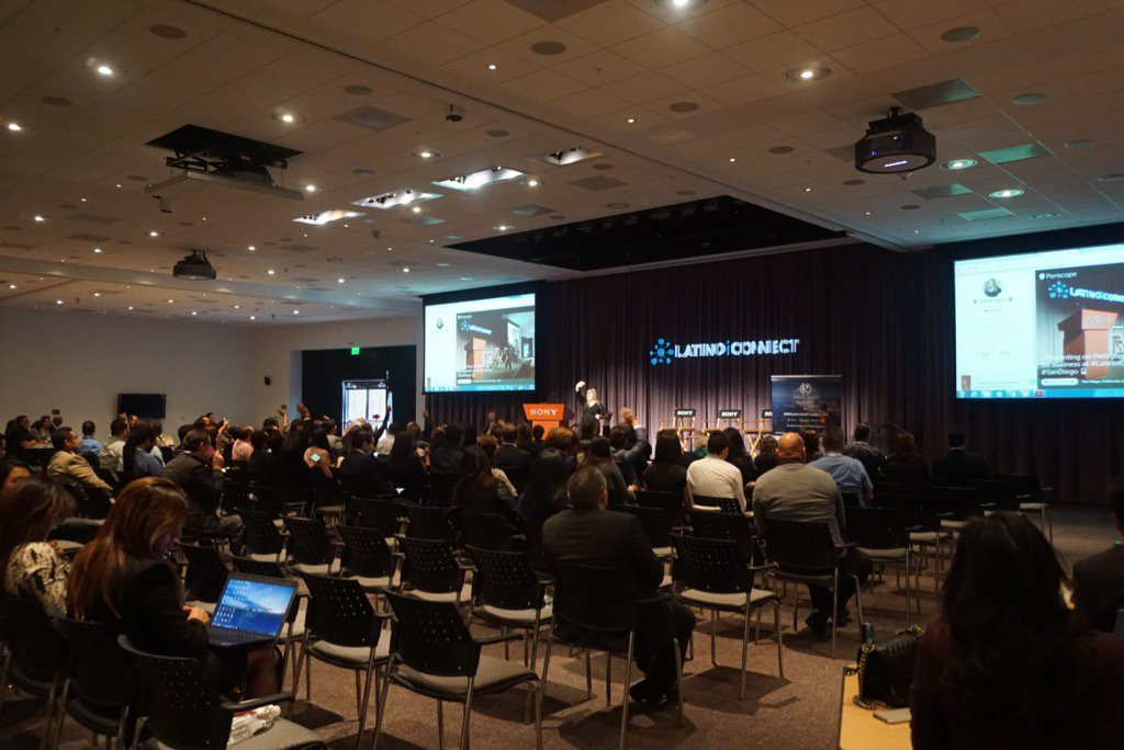 A room full of digital marketing geeks. My fave kind of peeps. #LatinoIC #sony. https://t.co/vt4ORrg8D9