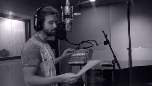 Mira el nuevo videoclip de @pabloalboran que pone música a la cinta #PalmerasEnLaNieve --> https://t.co/8KqKubyToD https://t.co/Myqac8PkG3