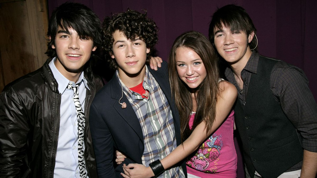 This Nick Jonas Throwback Pic With Miley Cyrus Is Awkwardly Sweaty