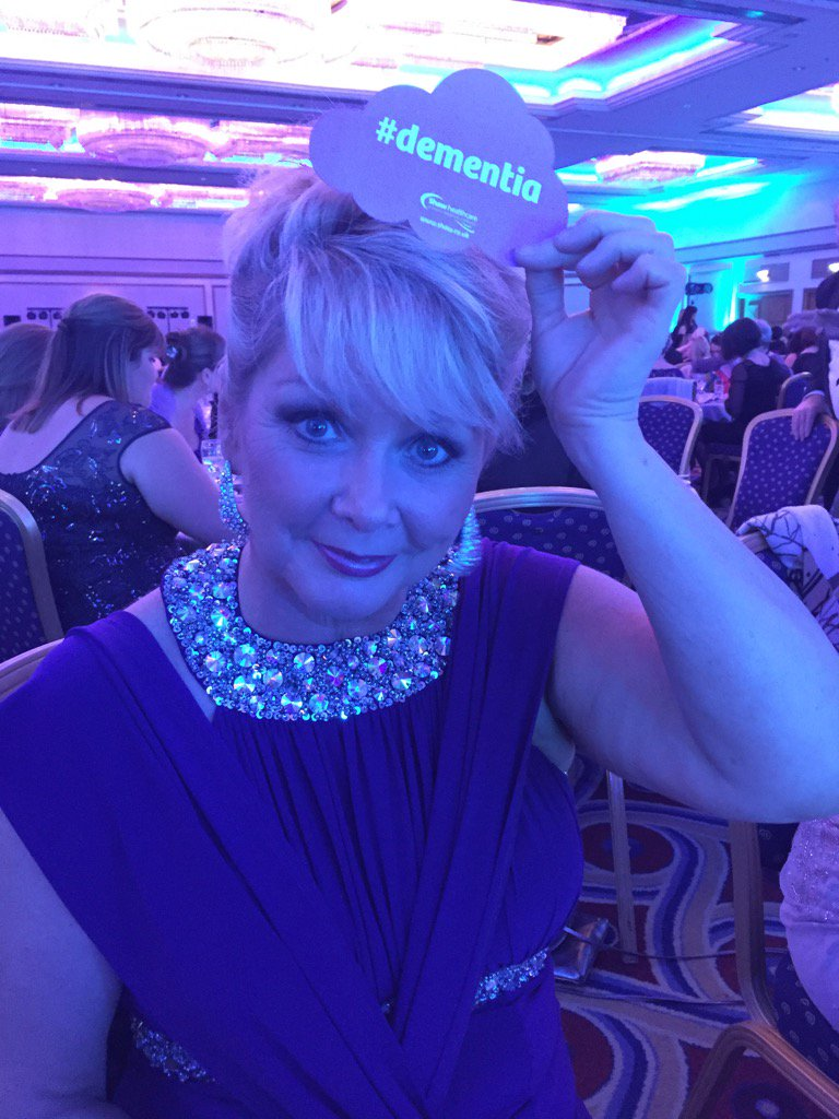 If you know someone with #dementia, please like or RT #Loveyoumum @Shawhealthcare #dementiacareawards https://t.co/7rZ9Bawd6E