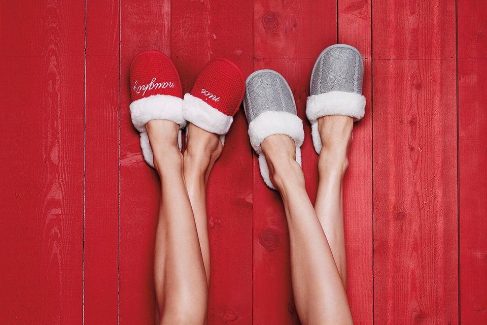 It's that time of year again…time for FREE SLIPPERS w/ our most-loved PJ's! Get cozy: https://t.co/UT4GivLyoG https://t.co/bsTpviqHFy