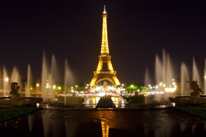 Paris...we love you! Our hearts, thoughts, and prayers are with you! #Paris #StandWithParis https://t.co/TACSjW3vzv