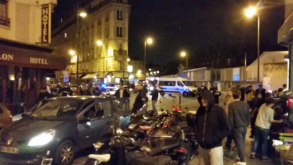 Multiple fatalities #Paris, shooting or explosion at a restaurant [pic:@Vince66240] https://t.co/f7quOMqYd7