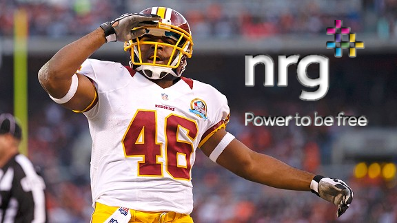 "Retweet & ""Like"" this pic for chance 2 win an autographed @Trey_Deuces photo!! #Redskins #FanEnergy #HTTR4LIFE #Spon https://t.co/gMgw0ZzMLq"