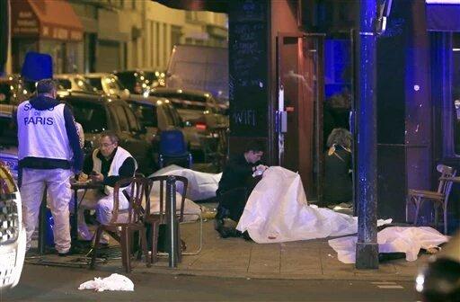 Francia se encuentra en estado de emergencia por primera vez desde la guerra de Argelia https://t.co/BuNchA8862