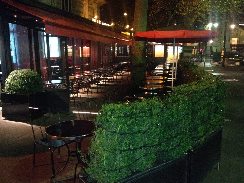 Empty streets, bars usually full of people empty as well #ParisNow https://t.co/D31wRJvo8P