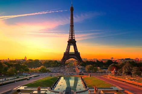 My prayers go out to all in my favourite city known for love. Hate will never overcome love #PrayForParis https://t.co/4RvqRQ4z9X