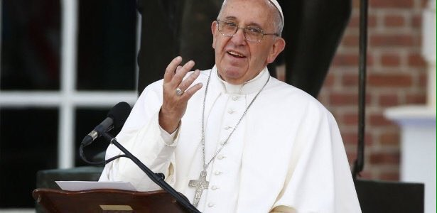 O Papa Francisco tinha razão quando disse que já vivemos a 3ª Guerra Mundial, porém em pedaços!... #PrayForParis https://t.co/pJryGL3EKl