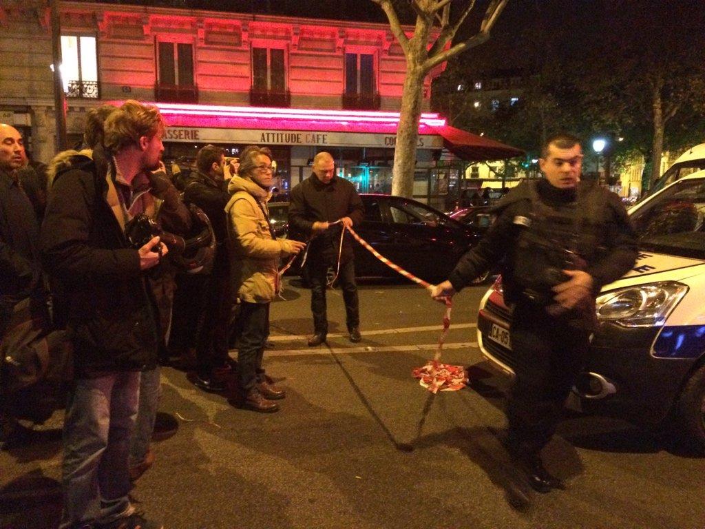 More police forces and ambulances arriving. #Paris #Bataclan https://t.co/Ldz9PNzrHw