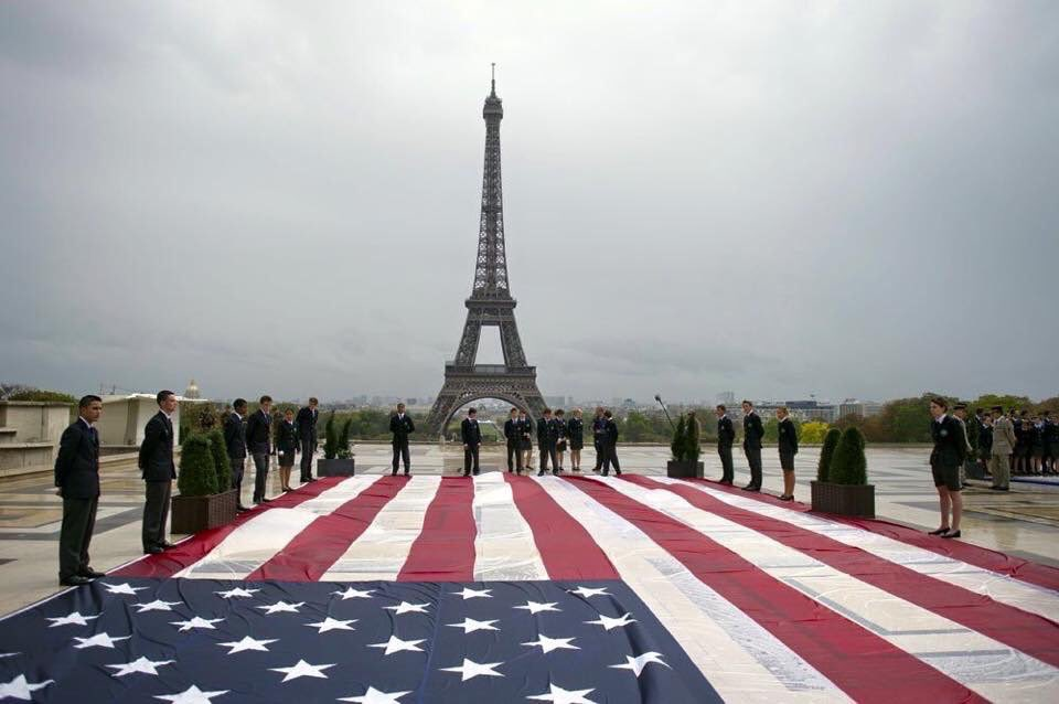 #Paris right after 9/11. Our turn, America. #ViveLaFrance https://t.co/oBG5OJPsLr