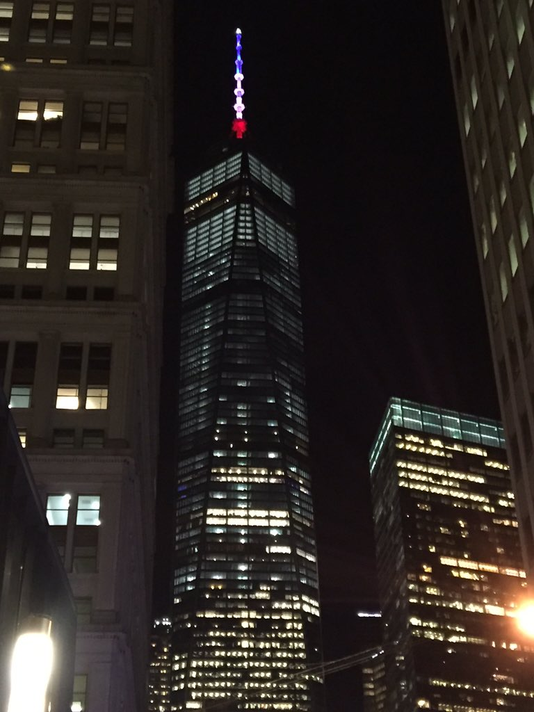 Freedom Tower tonight #ParisAttacks #standwithparis https://t.co/XZV0lc0ZUa
