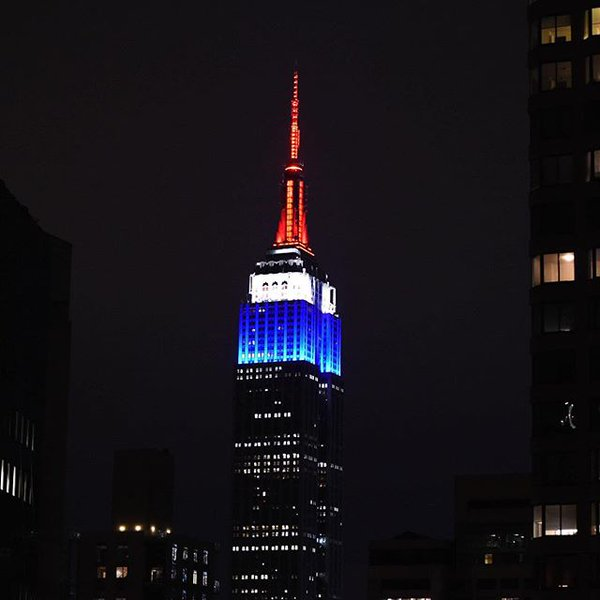 NYC Never Forgets. Empire State Building in red white and blue, French colors to honor those lost #PrayForParis https://t.co/KWMTZzPQzX