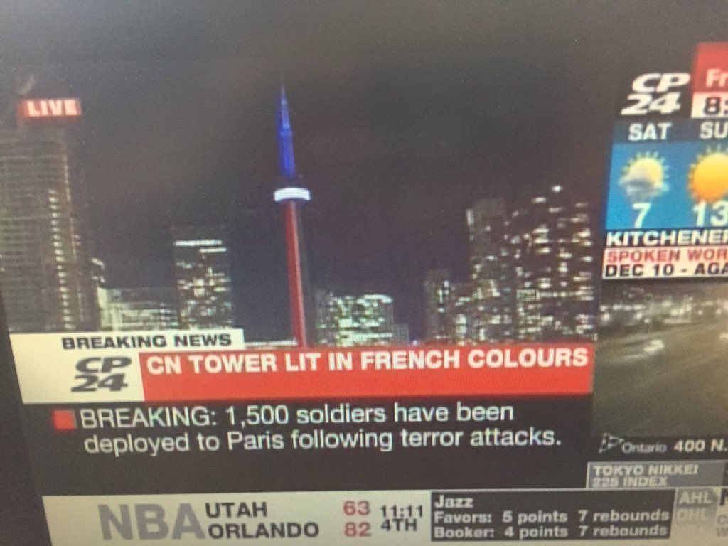 #Toronto's CNTower lit up in #French colours in honour of those who died in #Paris attacks https://t.co/jveCgi7NTM