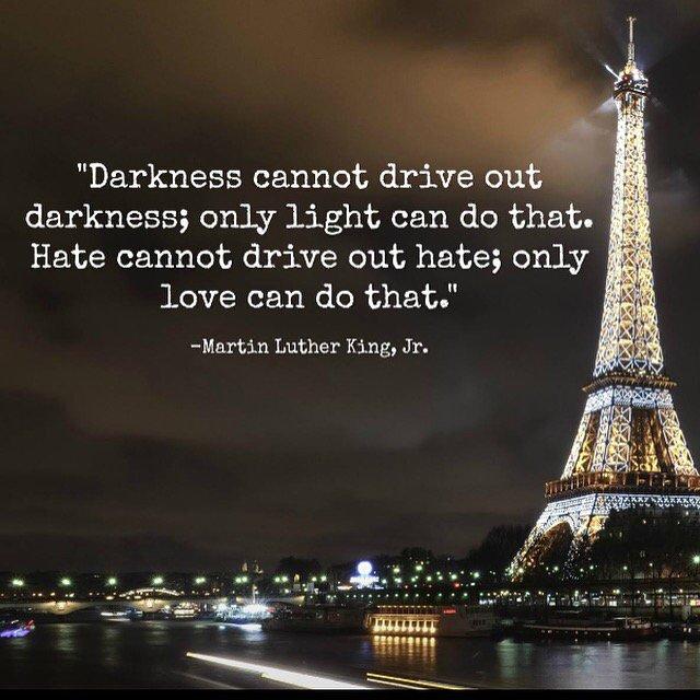 #prayforparis #paris https://t.co/JuQTRgTsNs