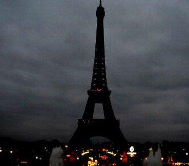 A Tale of Two Towers #Paris #France https://t.co/eAkh0q0GB3