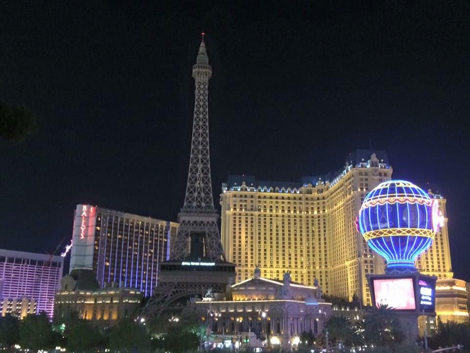 The Eiffel Tower in Las Vegas goes dark.... https://t.co/JfRUDfRfWM