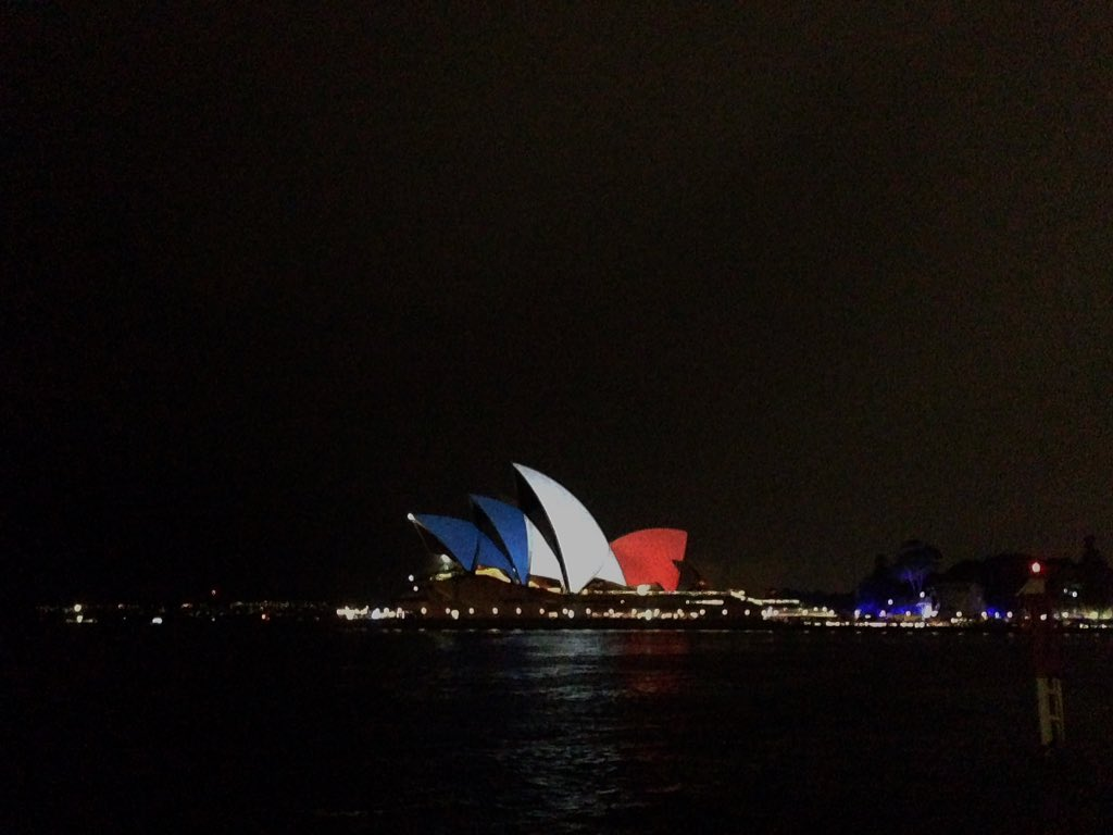 Strength and solidarity. A symbol of freedom, not fear. @9NewsAUS #ParisAttacks https://t.co/2BbSPcaRHP
