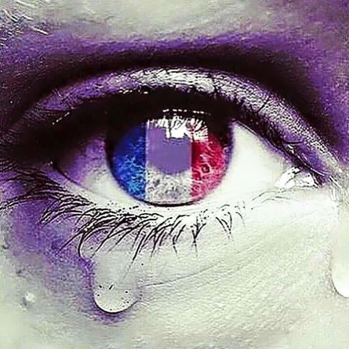 Deepest thoughts and prayers to the victims, their families, friends & loved ones #Pray4Paris https://t.co/ct5UnpSlT9