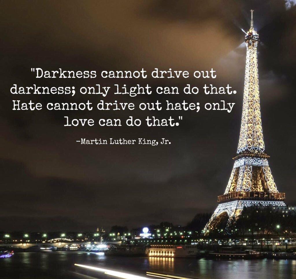 Haat mag nooit overwinnen ❤️ Onze gedachten gaan uit naar alle slachtoffers en hun familie en vrienden. #Parijs https://t.co/VIOsC5uM0d