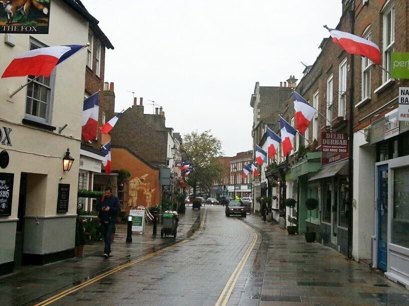Church Street Twickenham in a show of solidarity following Paris terror attacks  https://t.co/vX8zw3af3R https://t.co/85AacBmdgg