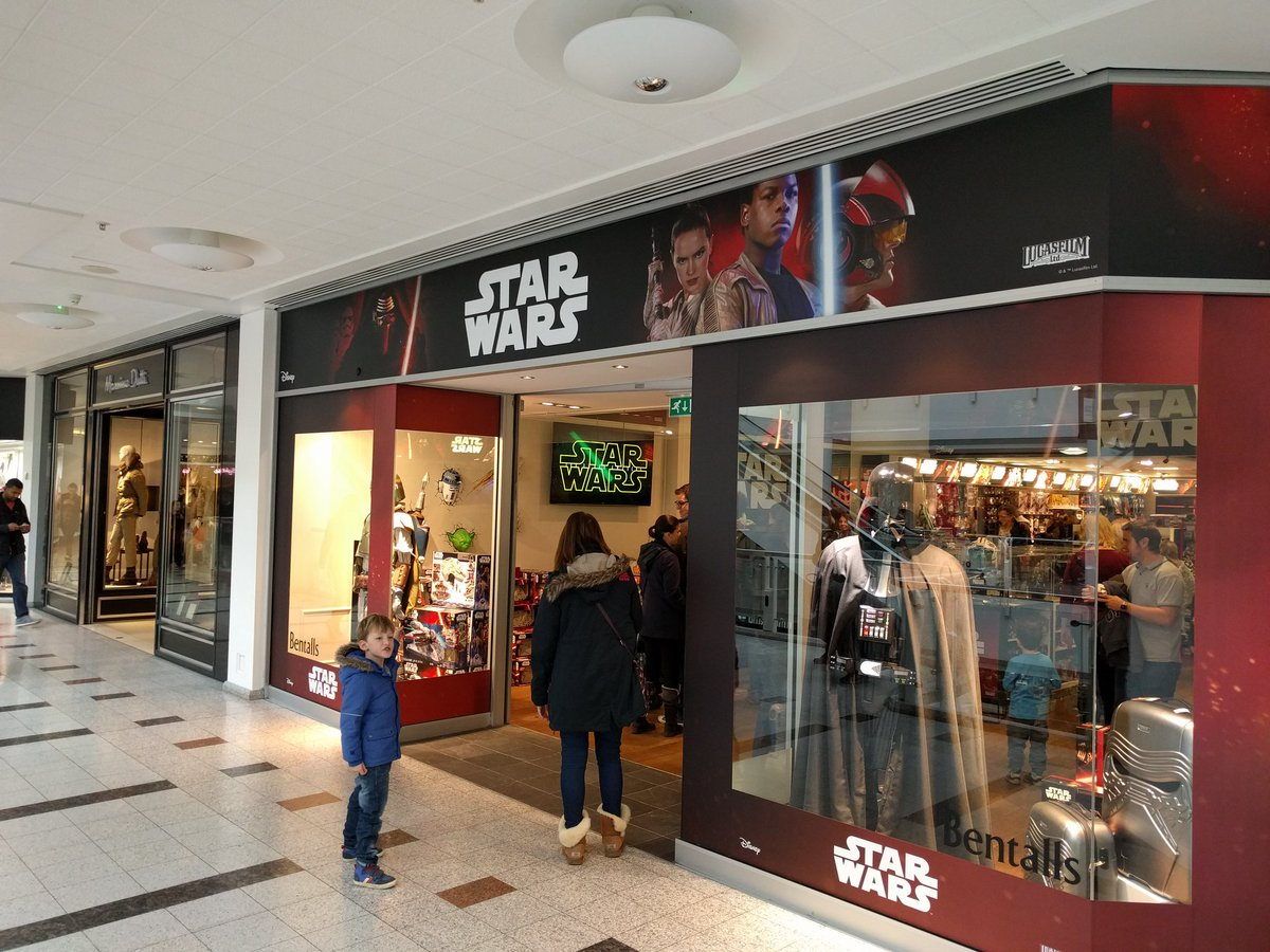 There's a Star Wars shop in Kingston and it's the best place on the planet. https://t.co/kzUHMqJTvx
