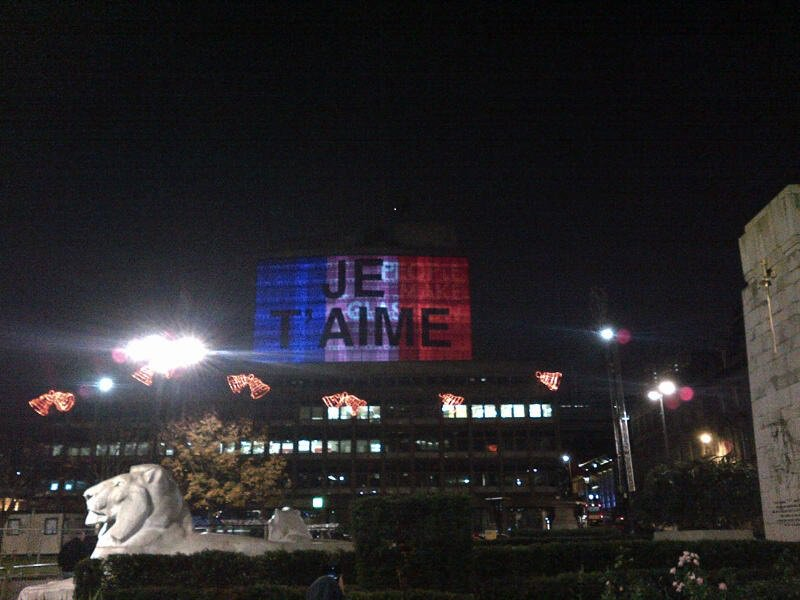 Mark of respect and support for people of Paris. Projection on City of Glasgow College. #JeTaime https://t.co/1x3TAMy0yg