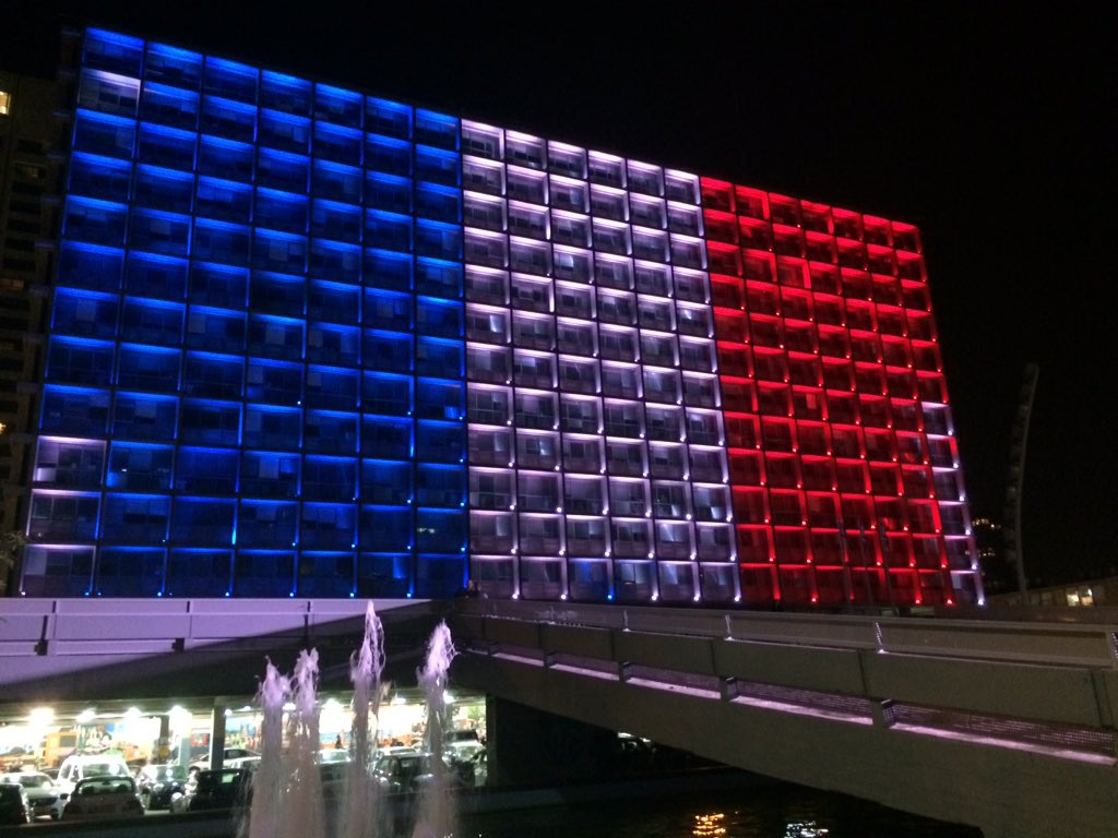 #TelAviv city hall lit up in solidarity with #Paris https://t.co/KSNhUx7x3P