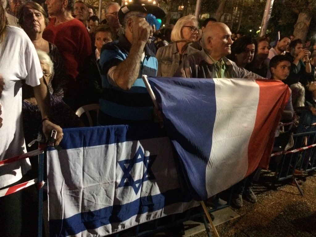 Thousands of Israelis (by my unscientific estimate) rally in support of #France #Paris in #TelAviv https://t.co/m0qrXR7TDt