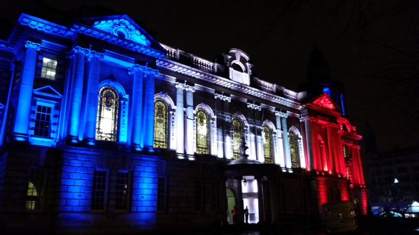 Belfast City Hall light in colours of French flag.  Only time red, white and blue won't cause a row in Belfast. https://t.co/SwzC14E5GM