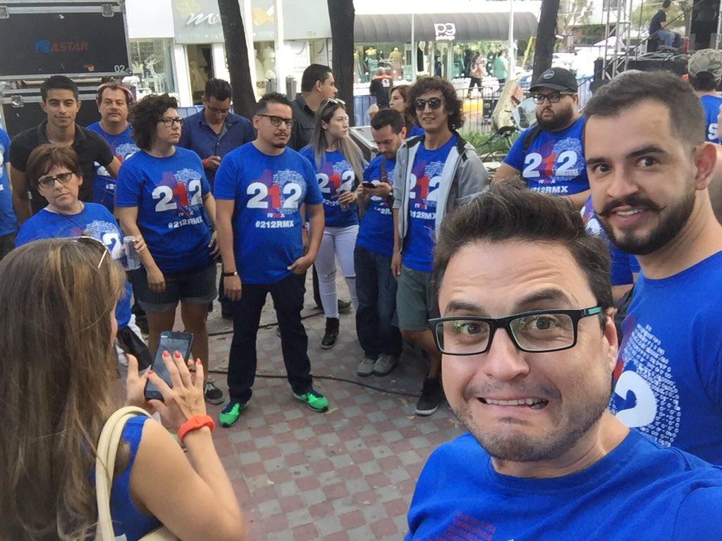 5, 4, 3, 2... Junta previa #212RMX https://t.co/ZJHiLii3iA